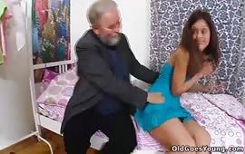 العجوز مع مرات ابنه الشرموطه