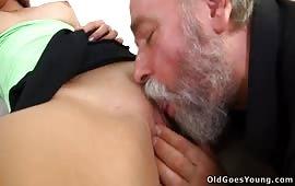أحلي متعه جنسه وفيلم سكس جميل عجوز مع مراهقه