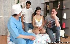 سكس جماعى مع بنت متناكه عند الدكتور