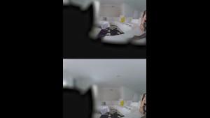 شانيل بريستون بتتناك وتلعب في الواقع الافتراضي