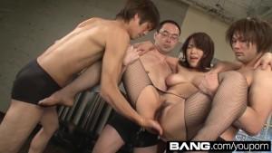 سكس ياباني قوي بنت يابانية مع مجموعة شباب